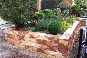 Hochbeet Natursteinmauer