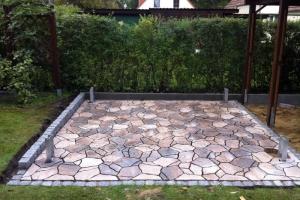 Terrasse Naturstein polygonal