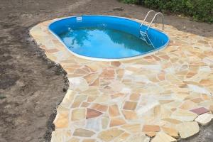 Pool Einfassung Sandstein polygonal