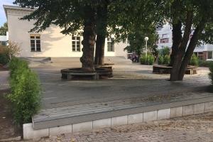 Projekt Schulhof Terrasse Kantensteine